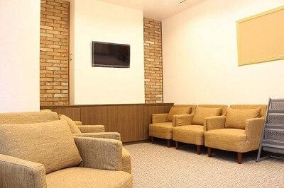 喫茶店のような気持ちのよい待合室